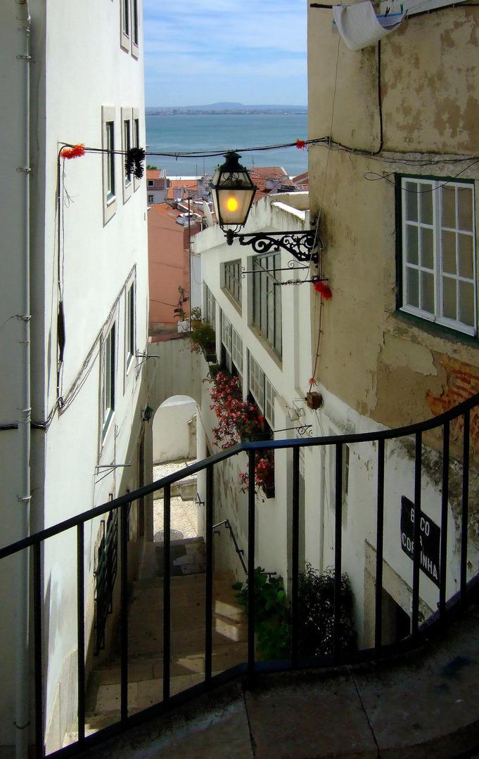 Lissabon - Alfama-Blick zum Tejo