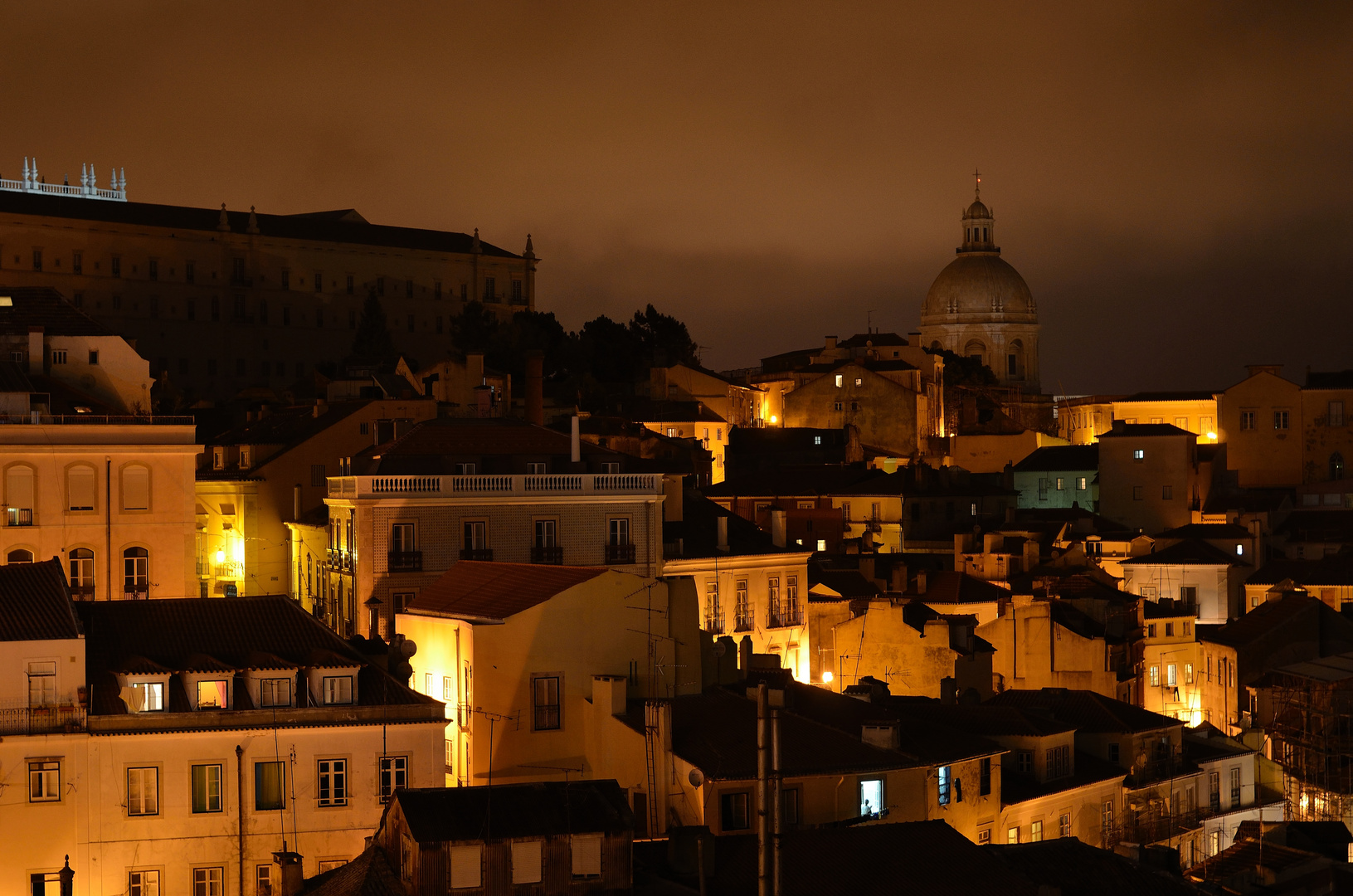 Lissabon, die Alfama bei Nacht