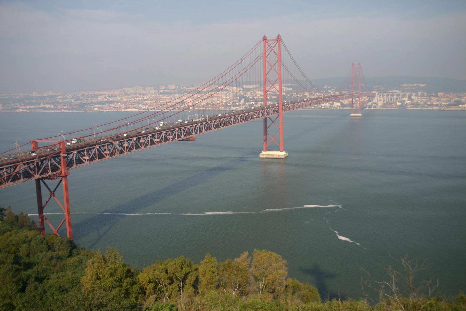 Lissabon -Ponte 25 de Abril über den Tejo-