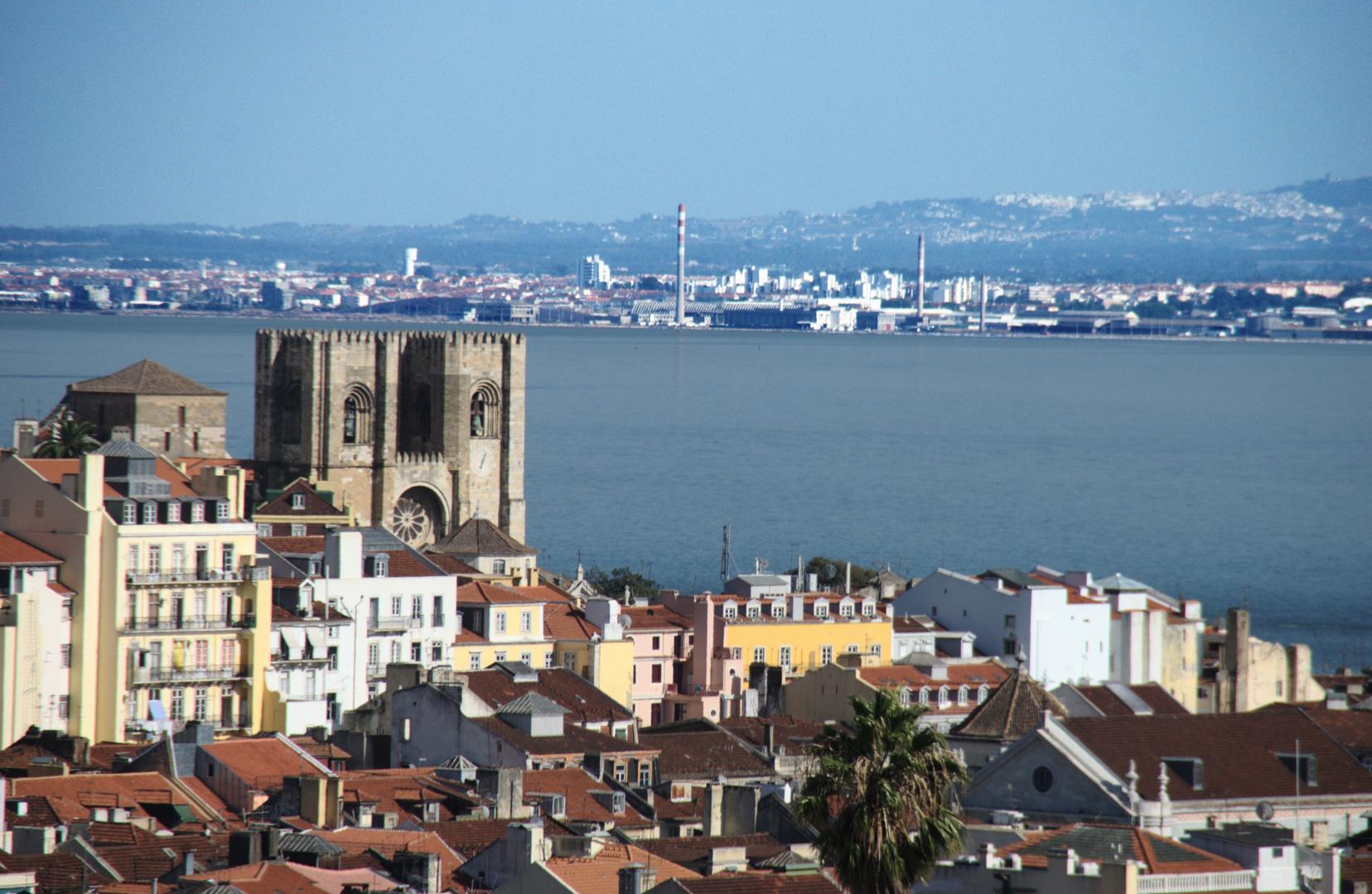 Lissaboner Altstadt und der Fluss