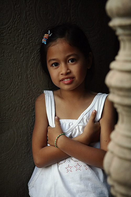 : Little Cambodian girl inside Angkor Wat :
