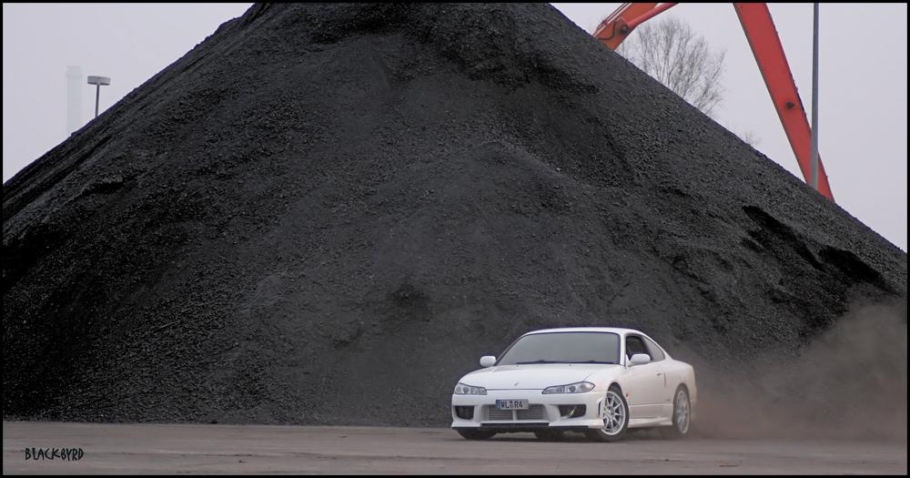 Littlefuzi macht mit der sehr seltenen Nissan Silvia S15 das, wofür sie gebaut wurde: driften! ;-)