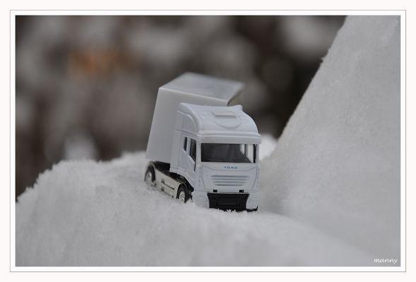 LKW im Schnee