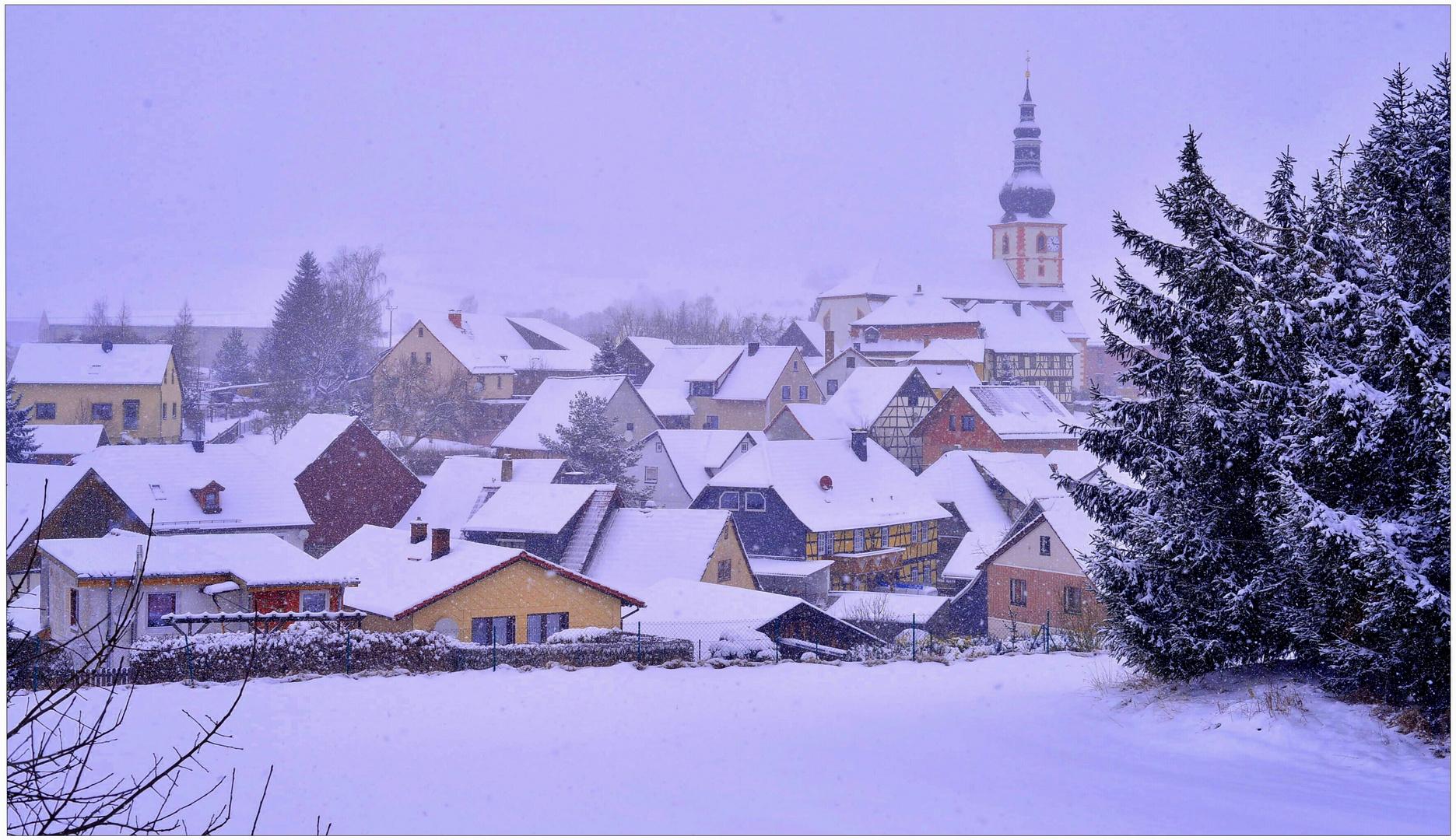 lleva nevando todo el día hoy (den ganzen Tag hat es geschneit)