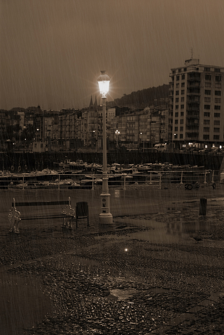 lluvia sobre castro-urdiales