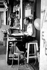 Lo scrivano . Progresso , dal pennello alla macchina da scrivere. (10)