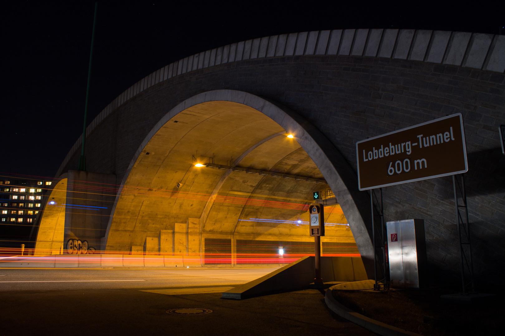 Lobdeburgtunnel bei Nacht