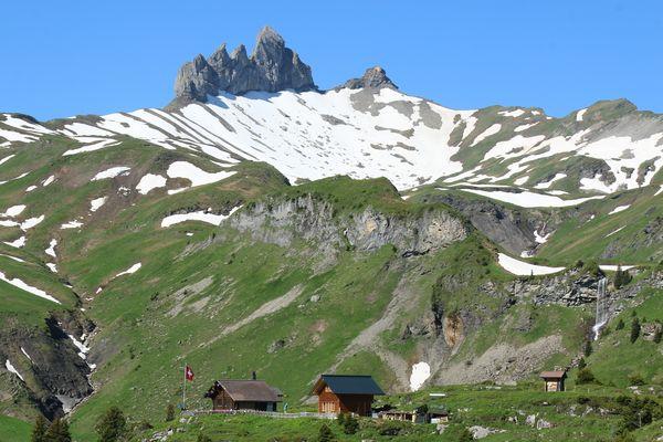 Lobhornhütte mit den Lobhörner
