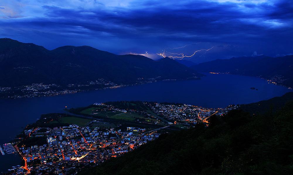 Locarno TI, in der Schweiz, Gewitter über Norditalien