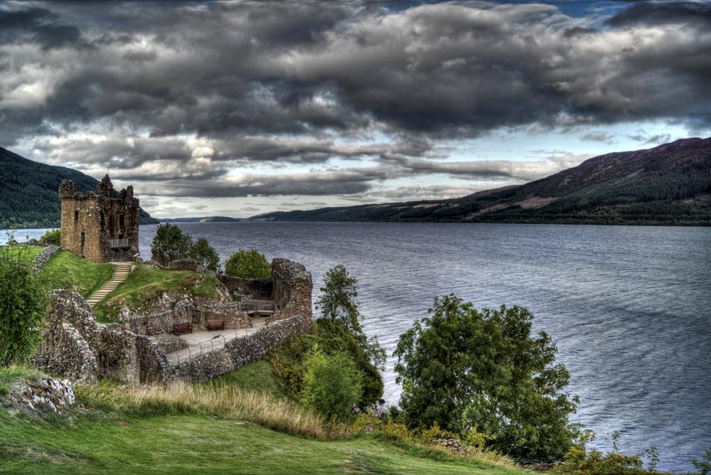 Loch Ness und Urquhart Castle