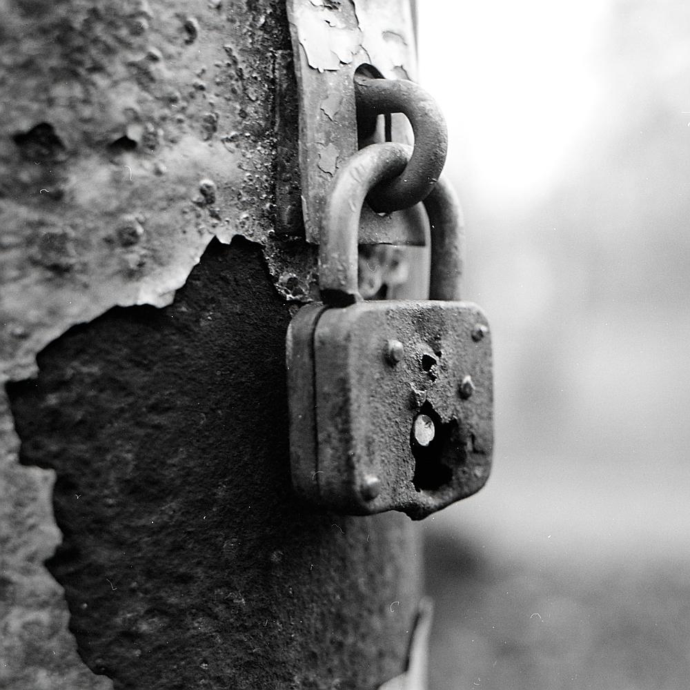 Lock(ed)?