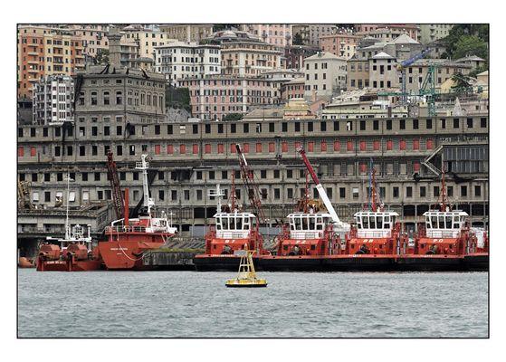 Löschboote Genua Hafen