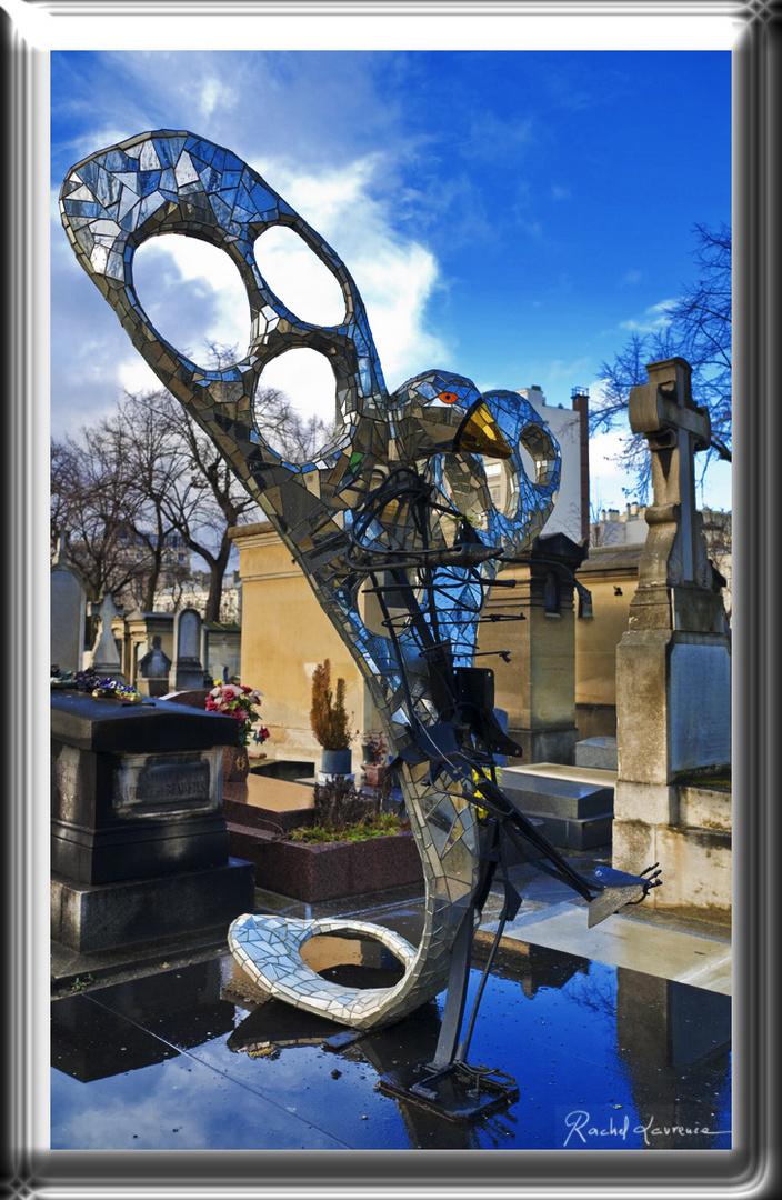 L'oiseau de Niki de St-Phalle cimetière Montparnasse