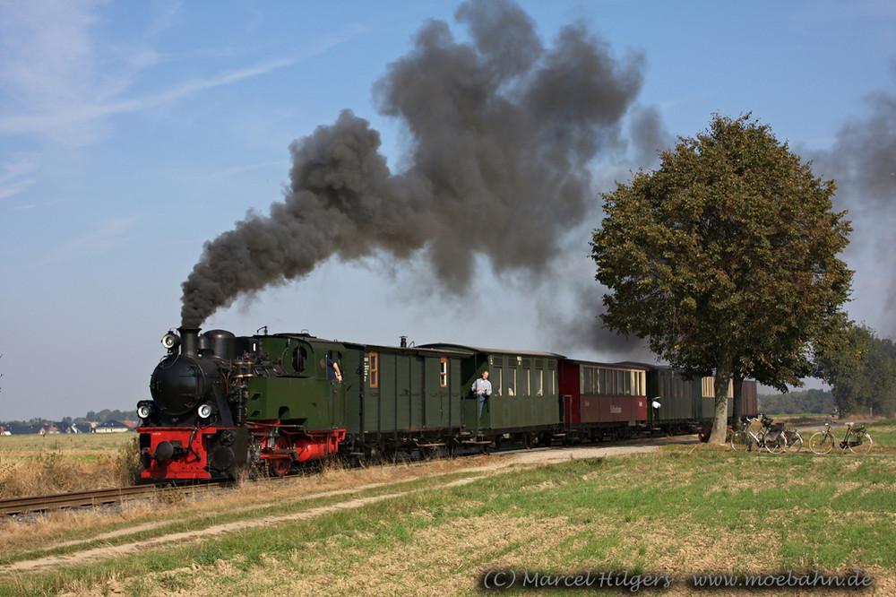 Lok 101 der Selfkantbahn mit P 519 in Gelindchen...