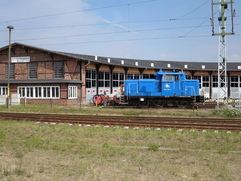 Lok 363 028 steht in Wismar