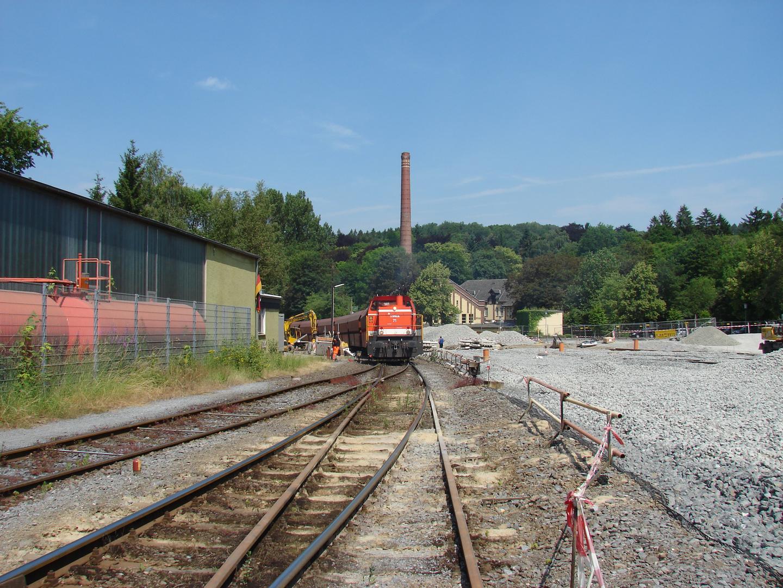 Lok 71 verläßt am Schluß des Brühne-Kalkmehlzuges den alten Bahnhof