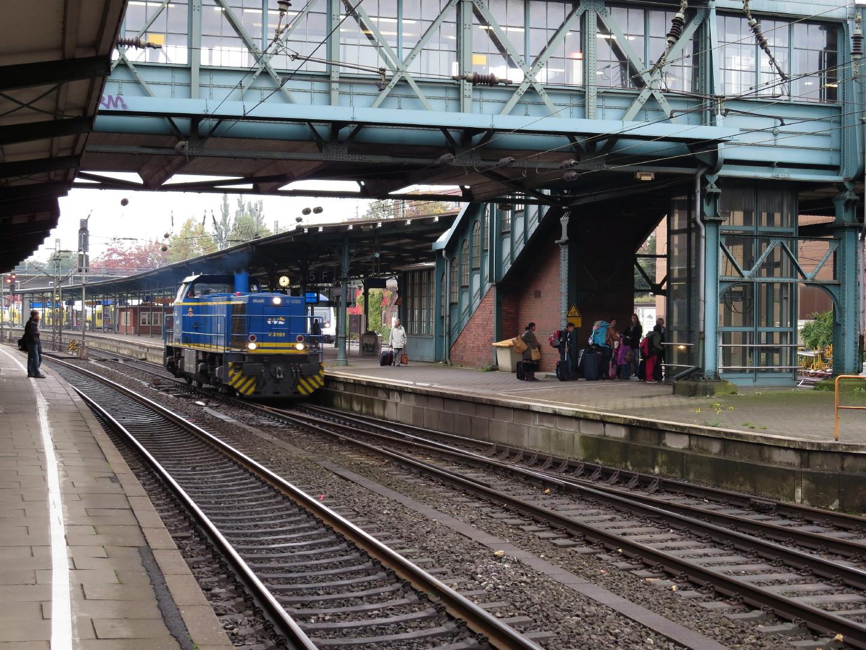 Lok Nummer 275 101 fährt in Hamburg Harburg