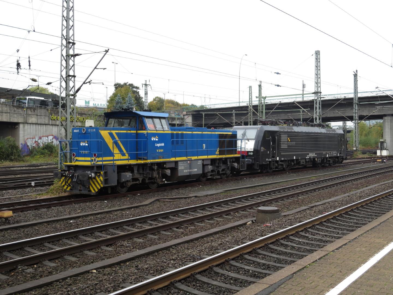 Lok Nummer 275 101 steht in Hamburg Harburg