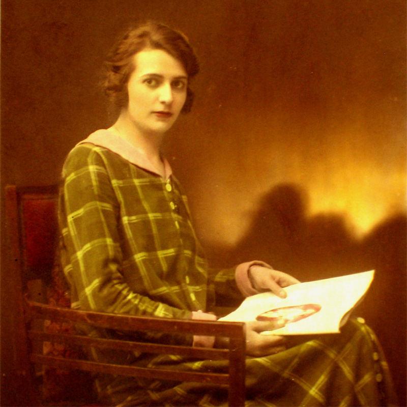 Lola Matouschek 1906 - 1990