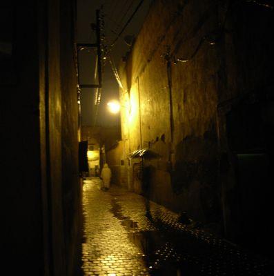 l'ombre au parapluie marrakech la nuit