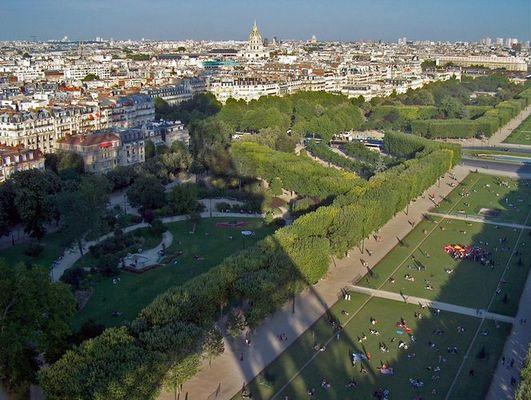 L´ombre de soir de la tour Eiffel (Abendschatten)