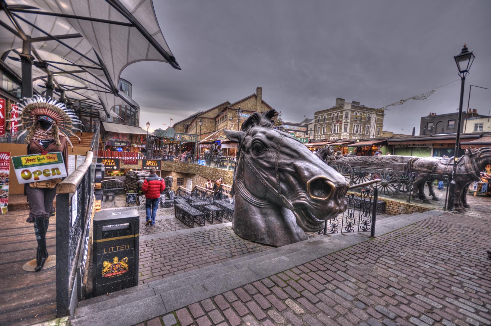LONDON-2011_08_Stables Market