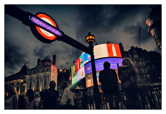 London #7 (Piccadilly Circus)