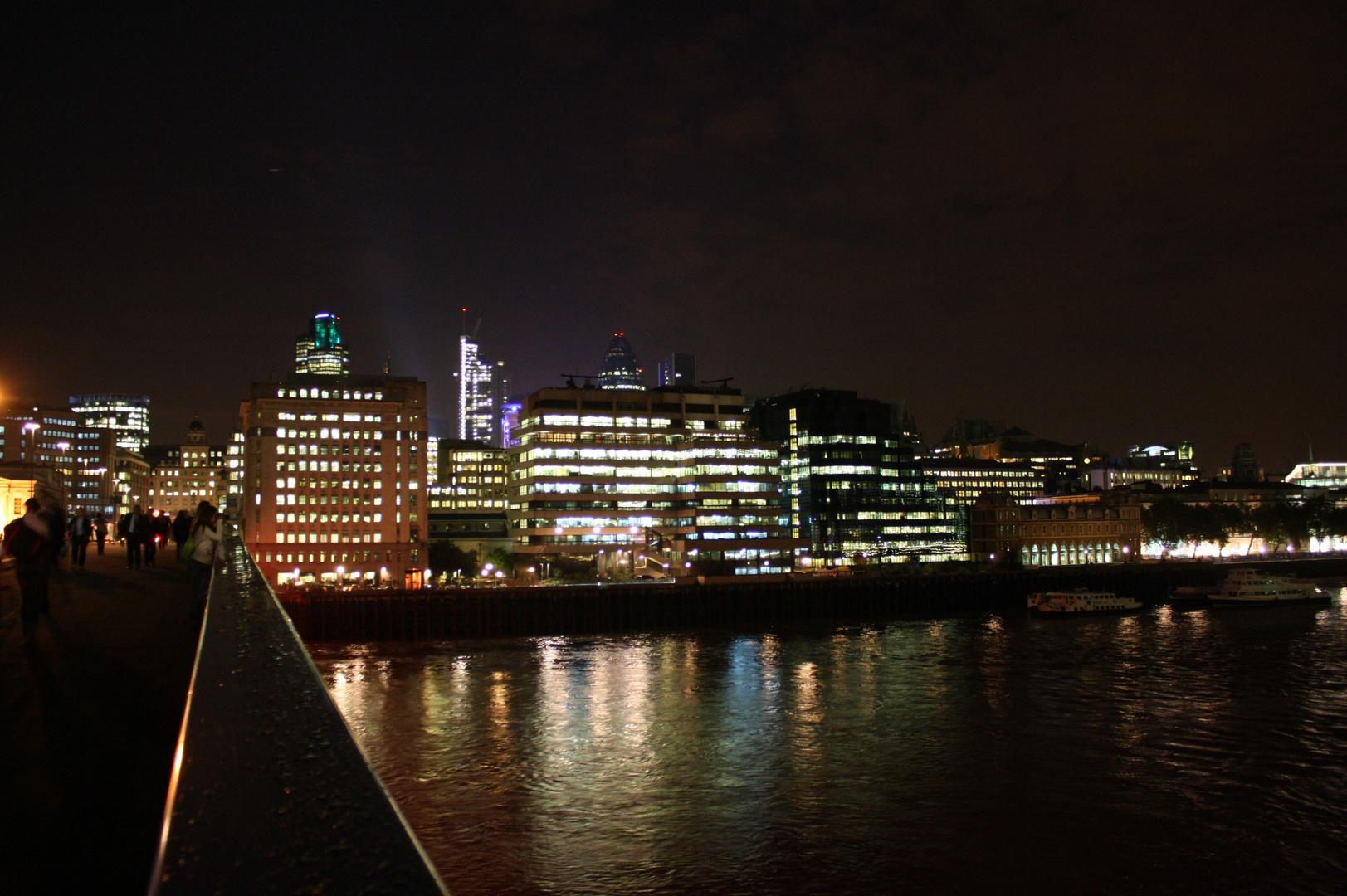 London Bridge - Small Skyline
