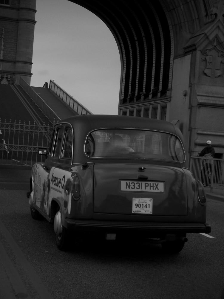 London cab @ Tower Bridge