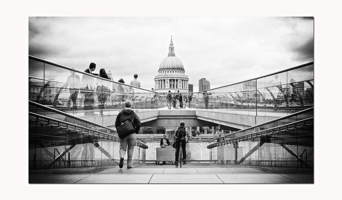 LONDON CALLING: Millennium Bridge (London)