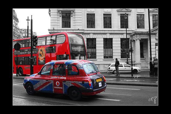 London in schwarz-weiss und rot (3)