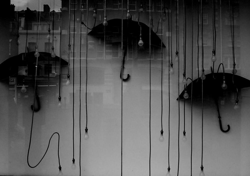 LONDON UNDER RAIN