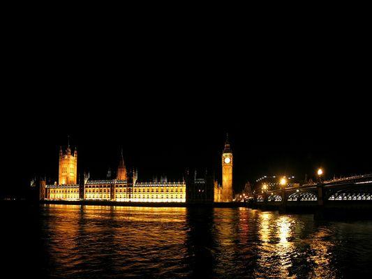 London unter schwarzem Himmel