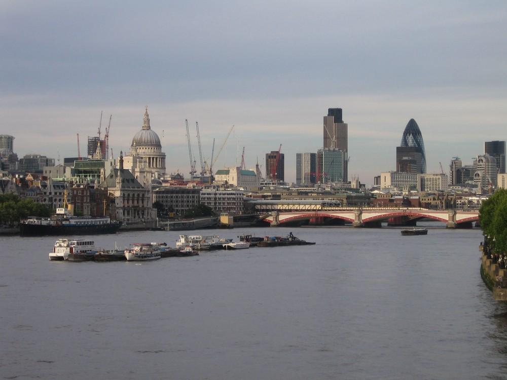 London von der Themse aus