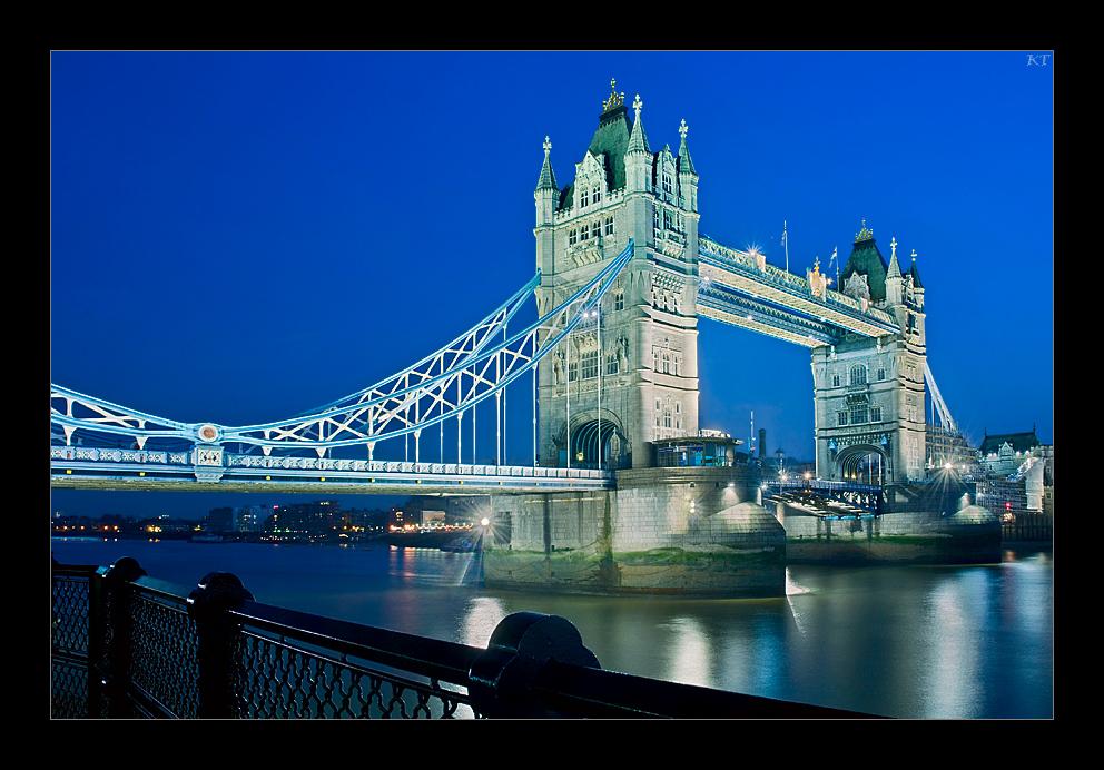 london's famous bridge