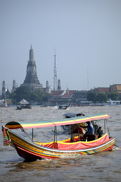 Longboat auf dem Chao Phraya