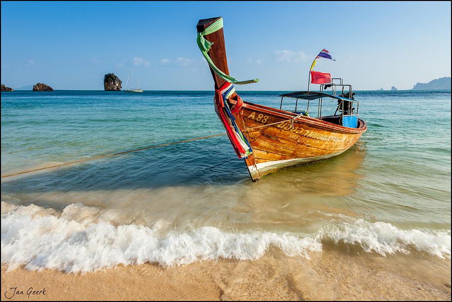 Longtailboat Paradise