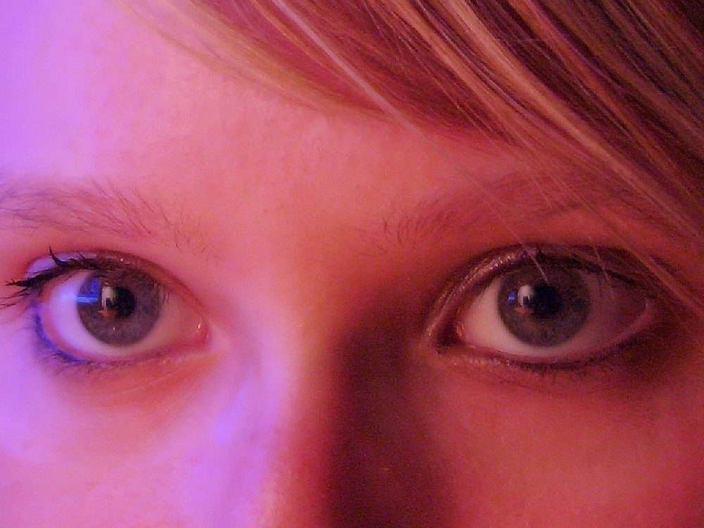 Look into my eyes and you feel like in paradies ^^