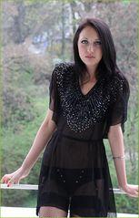 LOOK Portrait mit Kleid  Balkon M28d