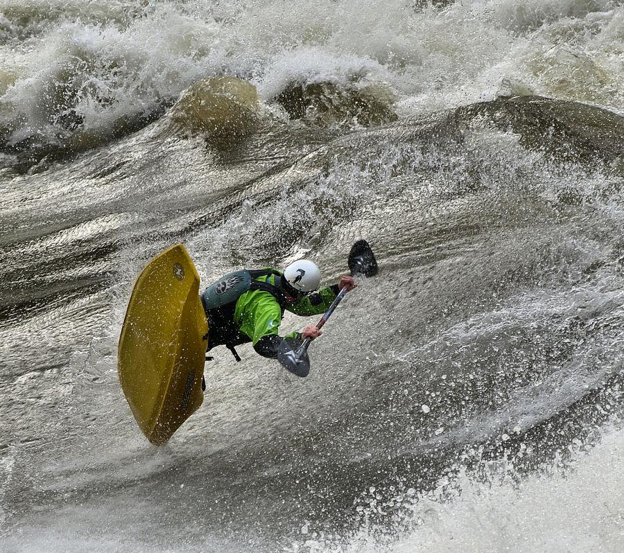 Looping kayak free ride