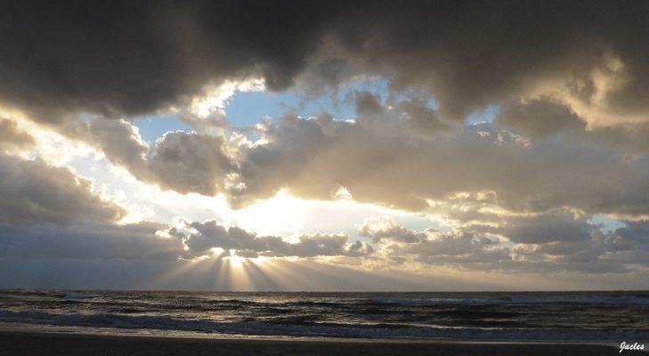 L'orage arrive sur l'océan