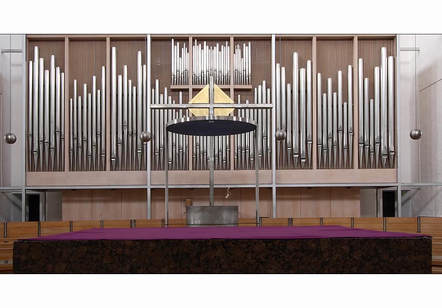l'orgue vue de l'autel