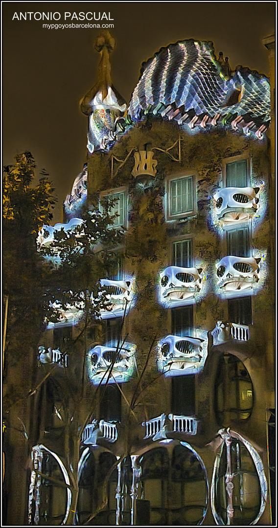 Los balcones iluminados de la Casa Batlló de Barcelona