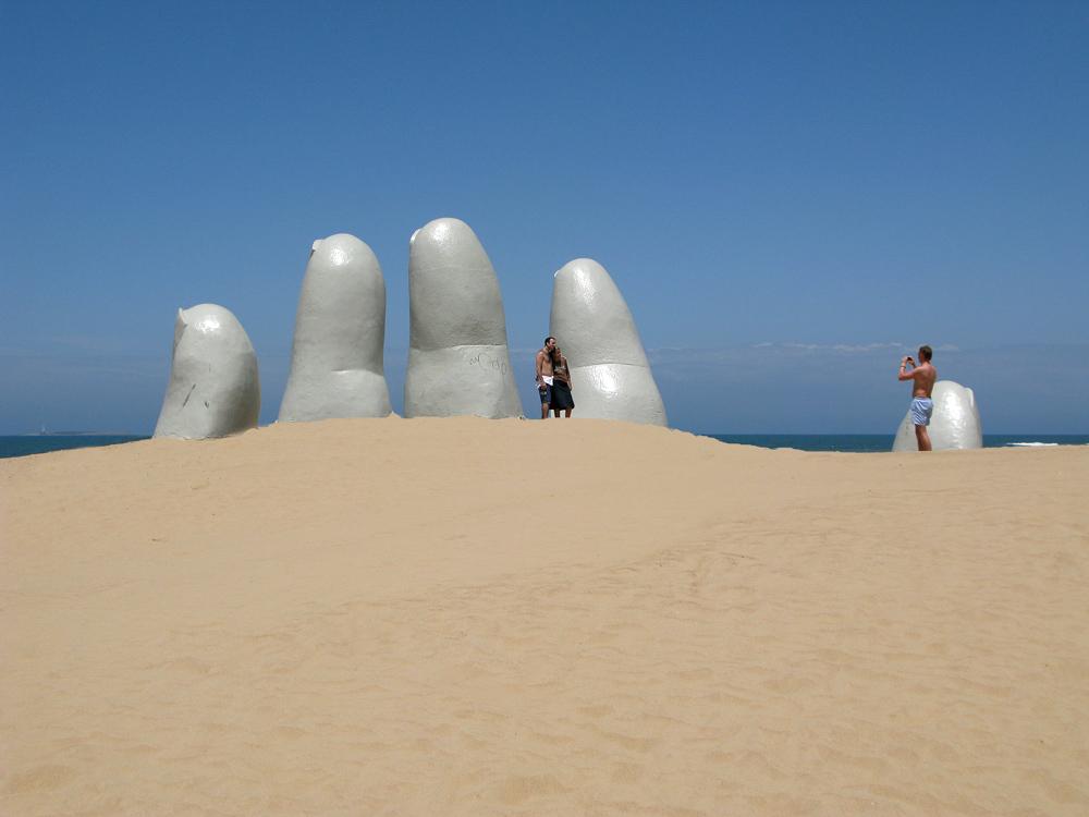 Los Dedos (Die Finger) in Punta del Este (Uruguay)