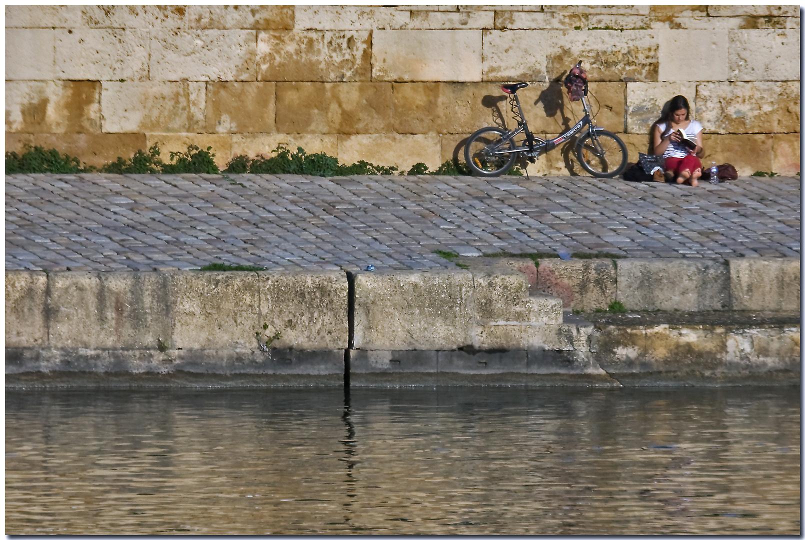 Los pies al sol a la orillita del Guadalquivir