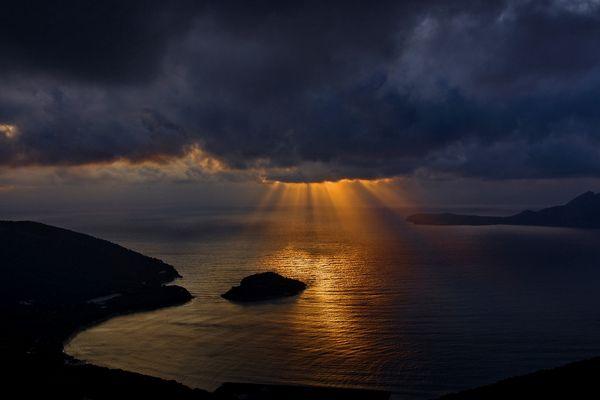 Los primeros rayos de sol (DEDICADA A ROSA CALVETE)