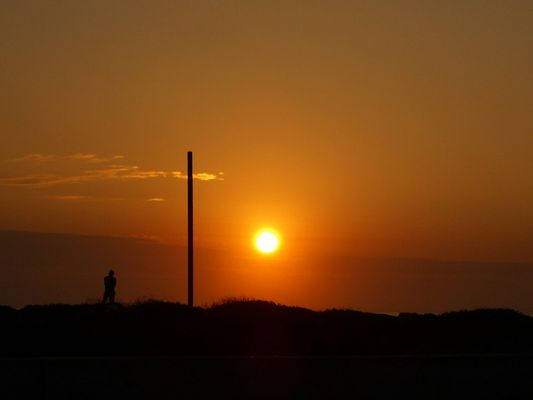 los primeros rayos del sol al iniciar el dia