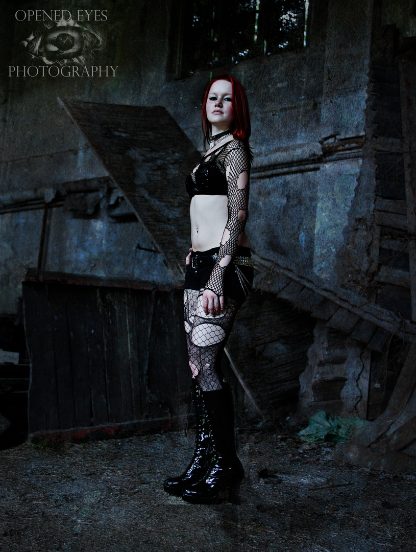 Lost Place Shooting mit Vicky 01