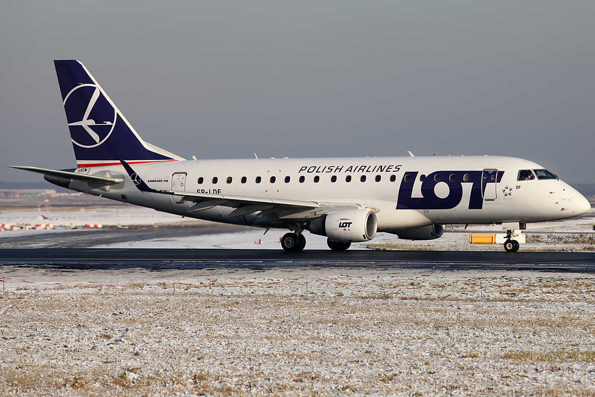 LOT Polish Airlines Ready for take-off.... - Frankfurt Airport
