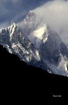 Lothse Südwand mit Fahne (Nepal)